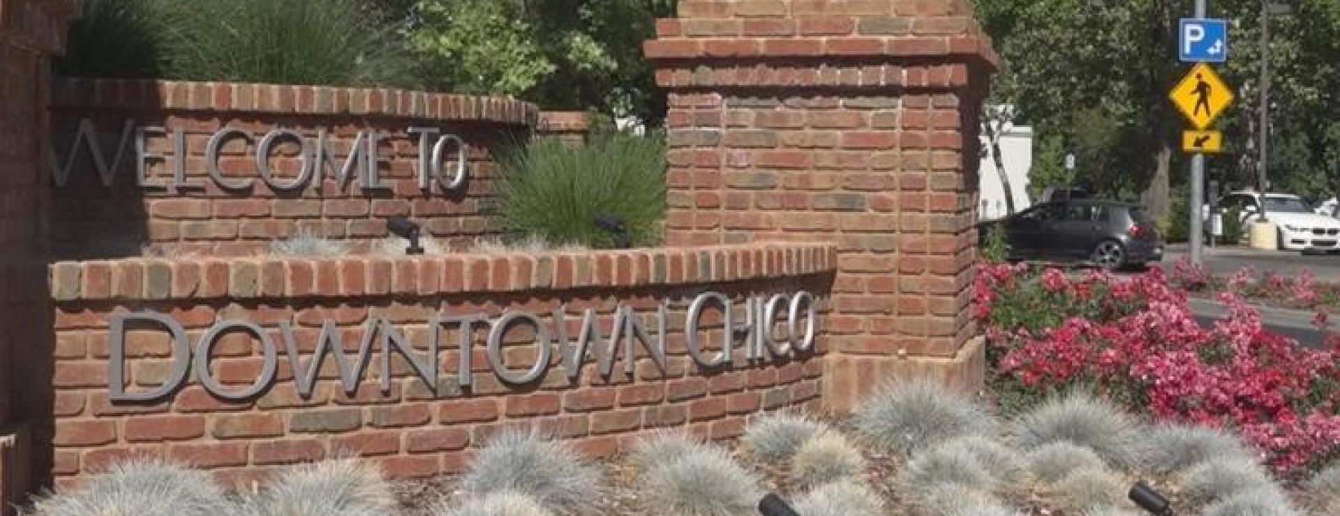 1st and Second street roundabout saying  'welcome to chico'